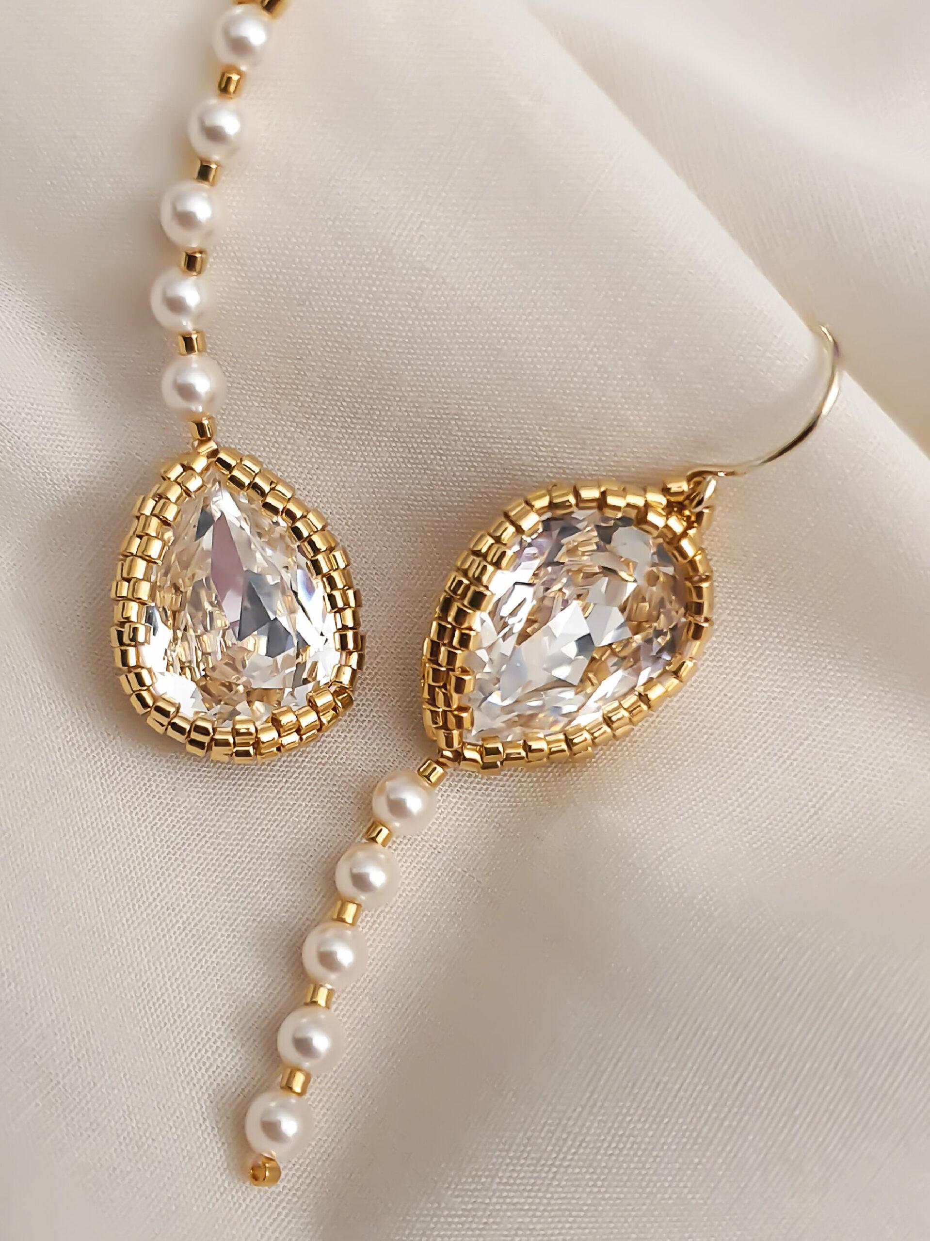 JeannieRichard Pluie Pearl Tassel in Gold